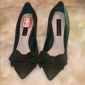 New Classy Steven Madden Olive Green Bow Pumps